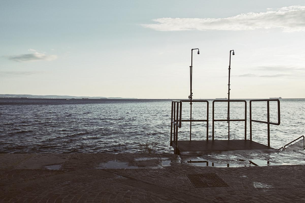 Un tuffo nei tempi andati: il Bagno Ausonia di Trieste - Leo Torri ...