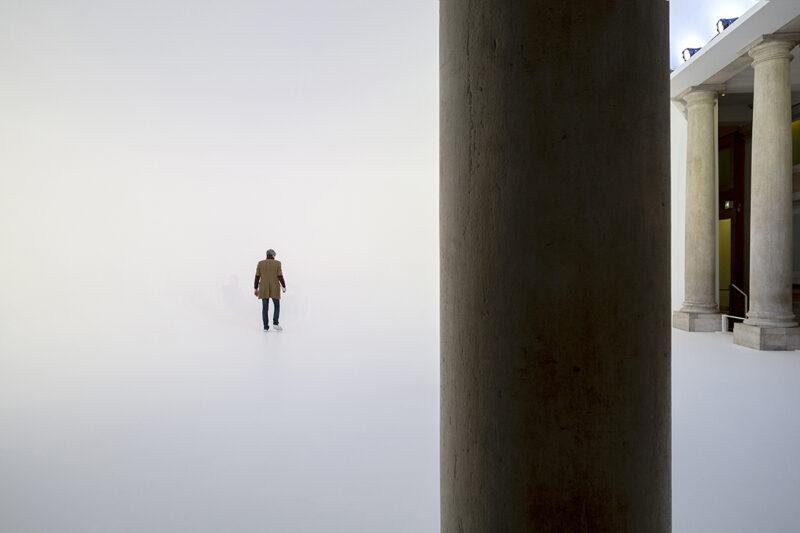 interno di biennale di venezia con persona che ci cammina